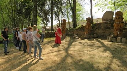 площадка дохристианских верований в парке истории Сула